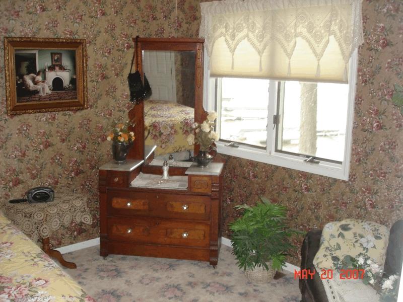clear_lake_rental_bedroom2b
