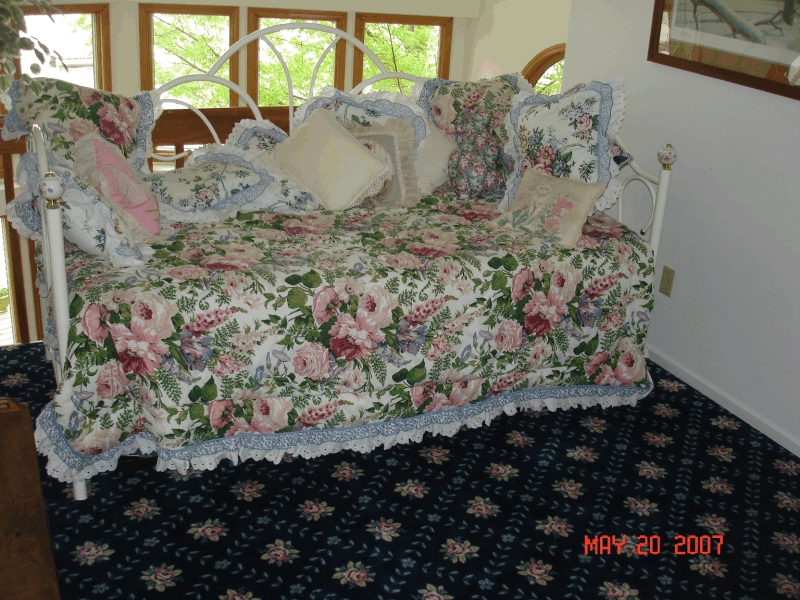 clear_lake_rental_daybed