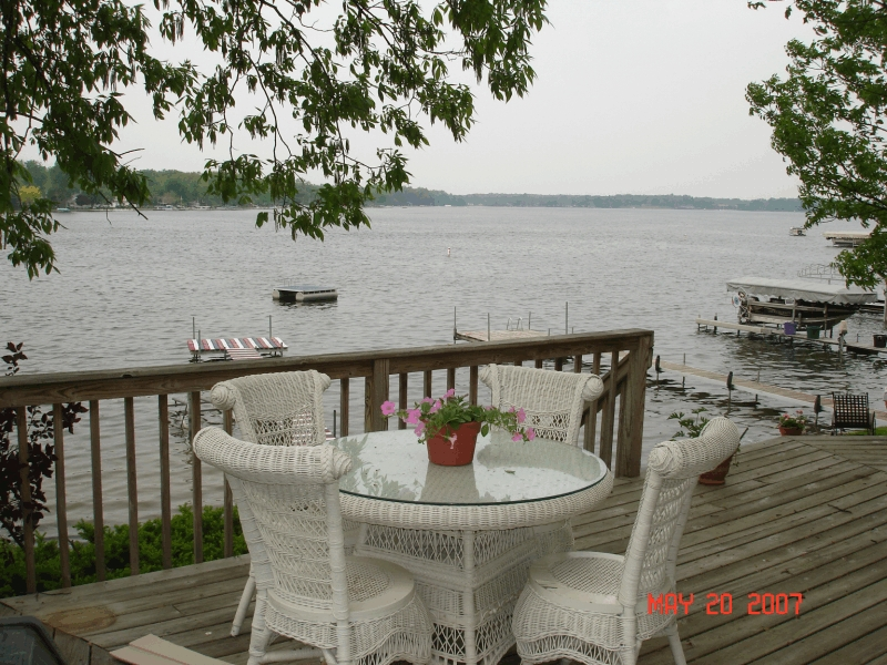 clear_lake_rental_deck2