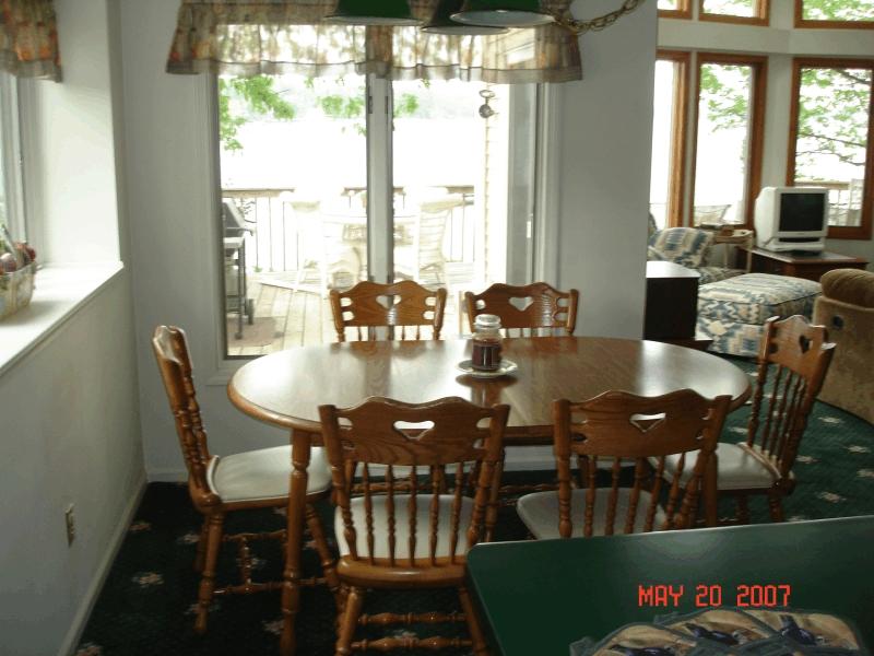 clear_lake_rental_kitchen2